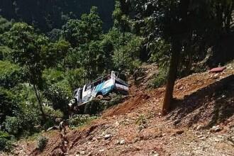 Autobuz răsturnat în Nepal. 11 morți și peste 100 de răniți