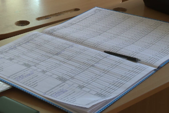 O elevă a dezvăluit pe ce dă şcoala banii strânşi de la părinţi.