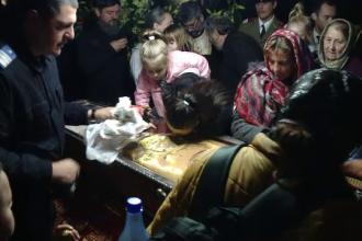 Reacţia unei femei care a stat 24 de ore la Sfânta Parascheva.