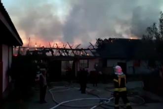 Incendiu la un depozit de tâmplărie, în Hunedoara. Pompierii au intervenit timp de 3 ore