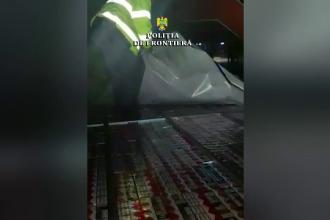 Descoperirea polițiștilor în plafonul fals al unei autoutilitare, în Vama Borș