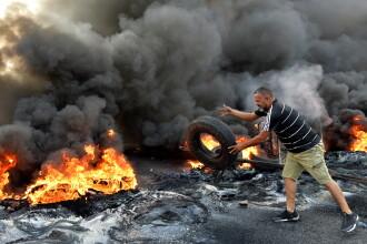 Proteste uriașe în Liban, după ce Guvernul a anunțat că vrea să taxeze apelurile pe Whatsapp