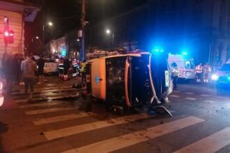 O ambulanţă a fost lovită de un taximetru, în Cluj. 6 persoane au fost rănite