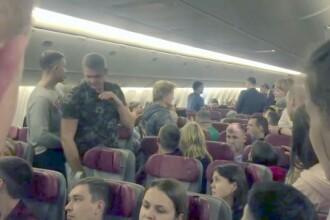 Un bărbat beat a încercat să deschidă ușa unui avion. Ce i-au făcut pasagerii