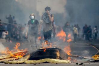 Două persoane au ars de vii în protestele din Chile. Oamenii nu vor prețuri mai mari la metrou