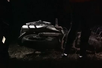 Un motociclist a fost ucis de o mașină intrată pe contrasens în Timiș