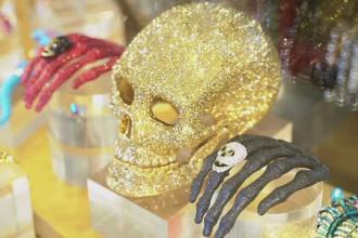 Cât costă bijuteriile de groază cu care își atrag magazinele clienții de Halloween