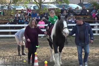 Terapie prin echitație. Mai multe familii au luat parte la un concurs de călărit