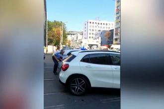 Un şofer a fugit de poliţie şi a călcat 2 pietoni. Se grăbea să ceară o fată în căsătorie