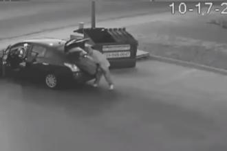 Un criminal, identificat după ce a fost surprins de camere aruncând cadavrul la gunoi