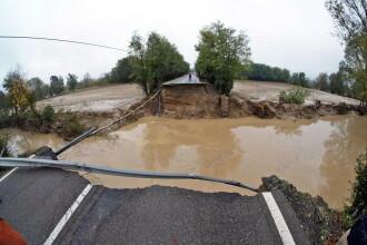 Pod prăbușit în urma furtunilor violente din nordul Italiei. O persoană a murit