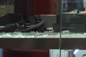 Jaf de milioane de euro la un magazin de bijuterii. Ce au lăsat în urmă hoții