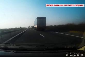 Accident filmat pe A1. Un microbuz care tracta o remorcă a fost distrus