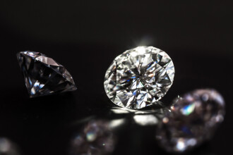 Diamant de 2 milioane de dolari, furat în câteva minute dintr-o vitrină