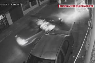Momentul în care o mașină decapotabilă a lovit alte autoturisme. Șoferul s-a predat