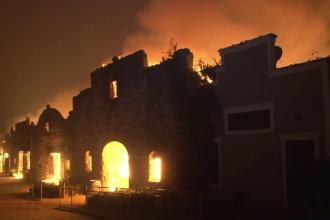 Stare de urgență în California. Zeci de mii de case, în pericol să fie mistuite de flăcări