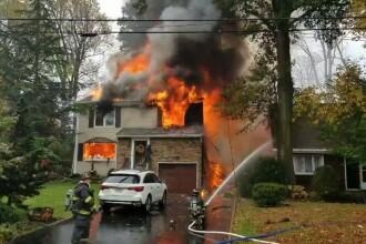 Un avion s-a prăbușit peste o casă în SUA. Trei locuințe au luat foc. VIDEO