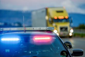 Zeci de migranți, descoperiți într-un camion frigorific pe o autostradă din Grecia