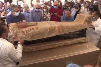 Egiptul anunţă descoperirea a 59 de sarcofage intacte. Unul a fost deschis în fața presei. Ce era înauntru