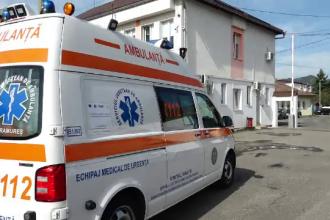 Sibiu: Ca să nu sufere de frig, bolnavii cu COVID-19 sunt transportaţi cu ambulanţele prin curtea Spitalului