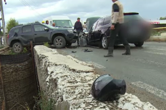 Accident violent în Dâmbovița. Trei vehicule au fost grav avariate într-o coliziune în lanț