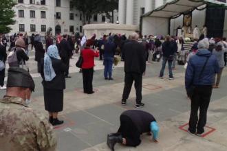 Restricţiile privind pelerinajul la Sfânta Parascheva, anulate. Pelerinii sosesc din afara Iașiului