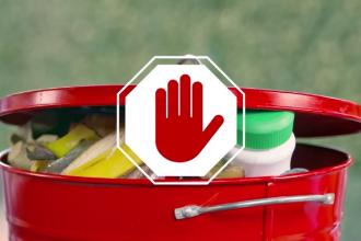 Românii aruncă la gunoi peste 22% din mâncarea cumpărată. Mulți spun că nu le pasă