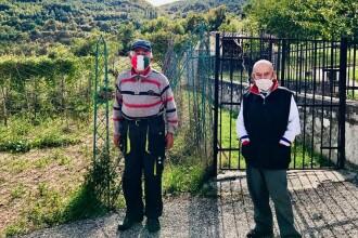 Un sat izolat din Italia are doar doi locuitori, dar aceştia insistă să poarte mască