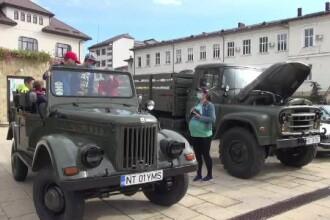 Expoziție de automobile și motociclete retro în Piatra Neamț: