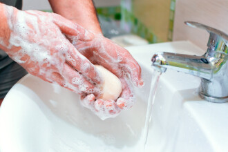 Ce trebuie să facem imediat după ce ne spălăm pe mâni. Avertismentul medicilor