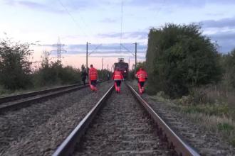Tractor lovit de tren, în Sibiu. Echipajele SMURD au intervenit de urgență