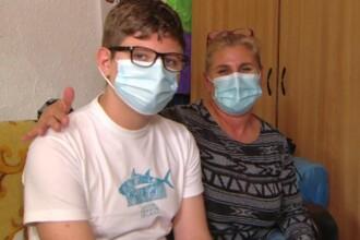 Povestea lui Cosmin, care la 15 ani a oferit o lecție de viață. A rămas fără tată, iar mama s-a luptat cu cancerul