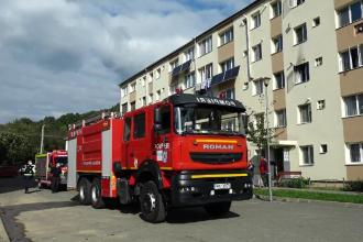 Incendiu într-un bloc din Maramureș. Două persoane au avut nevoie de îngrijiri medicale