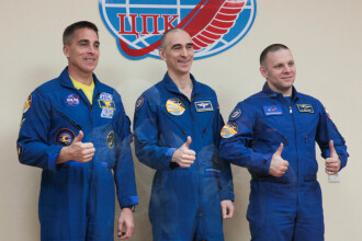 Trei astronauţi de pe Staţia Spaţială Internaţională au revenit cu bine pe Terra