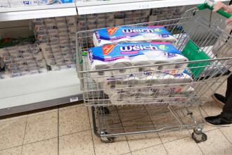 Germanii îşi fac din nou stocuri de hârtie igienică pe fondul creşterii cazurilor de COVID-19