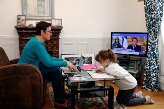 Părinții copiilor care învață online pot cere zile libere plătite. În ce condiții se aplică măsura