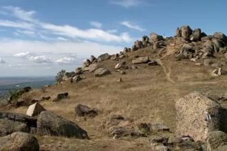Munții Măcinului, bijuteria din Tulcea. Turiștii pot merge pe munte cu calul