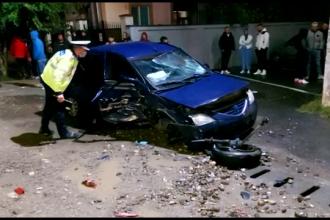 Un șofer de 29 de ani a lovit în plin un alt autoturism și și-a abandonat mașina. Ce a urmat