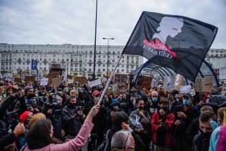 Greve ale femeilor din Polonia, în semn de protest față de înăsprirea legislaţiei privind avortul. GALERIE FOTO