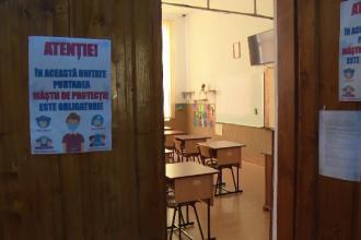 O școală din Oradea găzduia cursuri față în față, deși era trecută în scenariul roșu. Reacția Poliției