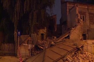 O casă monument din centrul Capitalei, construită în anii '20, s-a prăbușit miercuri seară. Cum arăta înainte