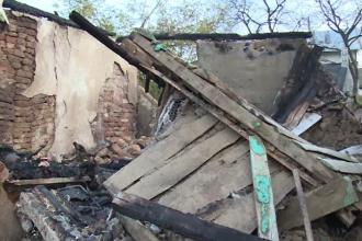 Caz dramatic în Dâmbovița. Casa unei bătrâne a fost mistuită de un incendiu violent