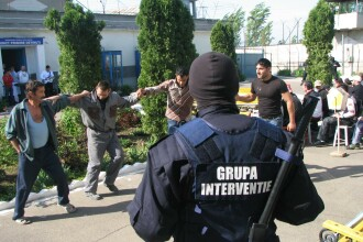 """Sarmale cu droguri la penitenciarul Drobeta Turnu Severin. ,,Bucătăreasa"""", căutată prin INTERPOL"""