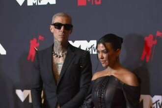 Kourtney Kardashian s-a logodit cu Travis Barker după câteva luni de relație