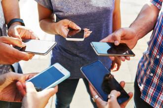 Cât timp stau tinerii pe rețelele sociale. Pe una din ele petrec și câte 8 ore pe zi