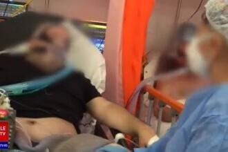 Imagini dramatice. Cu lacrimi în ochi, un pacient de la ATI își salută soția, internată și ea cu Covid, la alt spital. VIDEO
