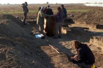 Descoperire bizară în Buzău. Rămăsițe umane din epoci diferite, găsite în aceeași groapă