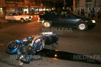 Grav accident in Capitala! O motocicleta a luat foc