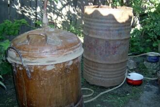 Dambovita: doi barbati s-au inecat intr-un butoi cu fructe fermentate