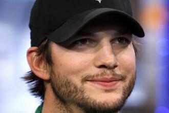 Ashton Kutcher si Mila Kunis s-au logodit. Actrita si-a facut aparitia cu inelul de logodna